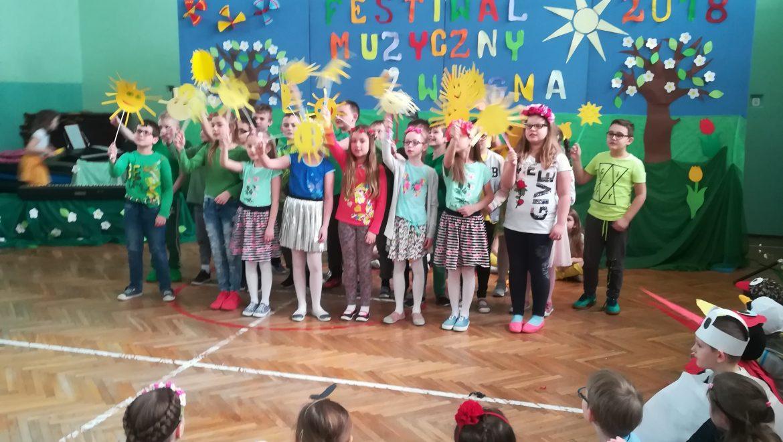 Pierwszy dzień wiosny dzieci witały tańcami i piosenkami
