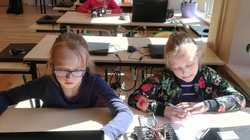 """""""Kluczowy pakiet startowy"""" – zajęcia z budowy i programowania robotów"""